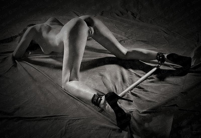 Caught from Behind. Fotografía Fine Art de Desnudo Erótico en Blanco y Negro de Jesus Coll