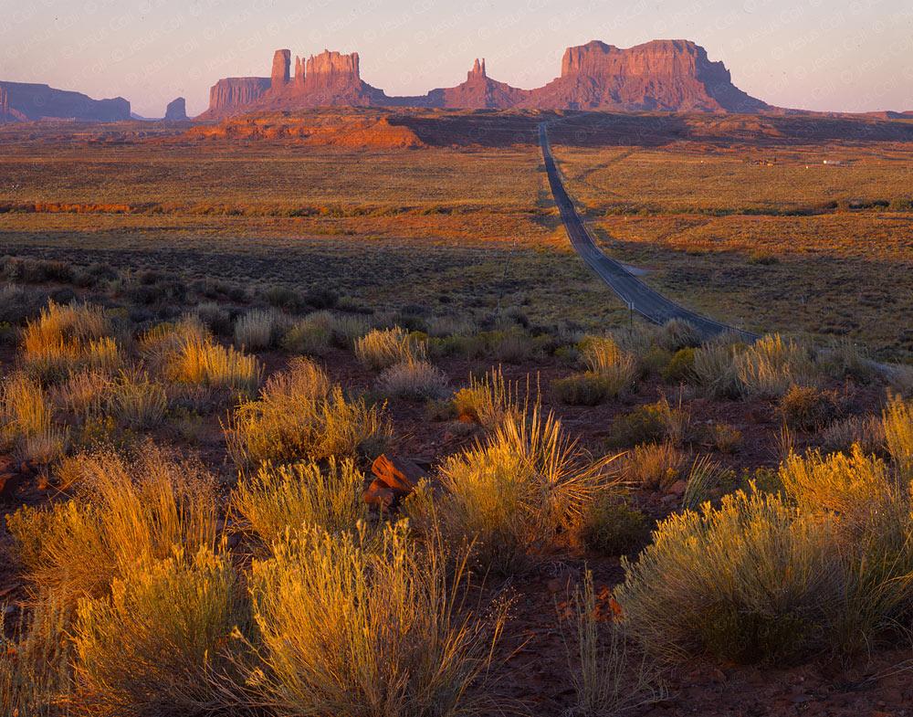Sunrise, Monument Valley, Utah, USA. Fotografía de Paisajes Fine Art en color de Jesús Coll